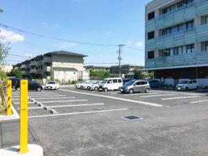 施設専用駐車場 左側
